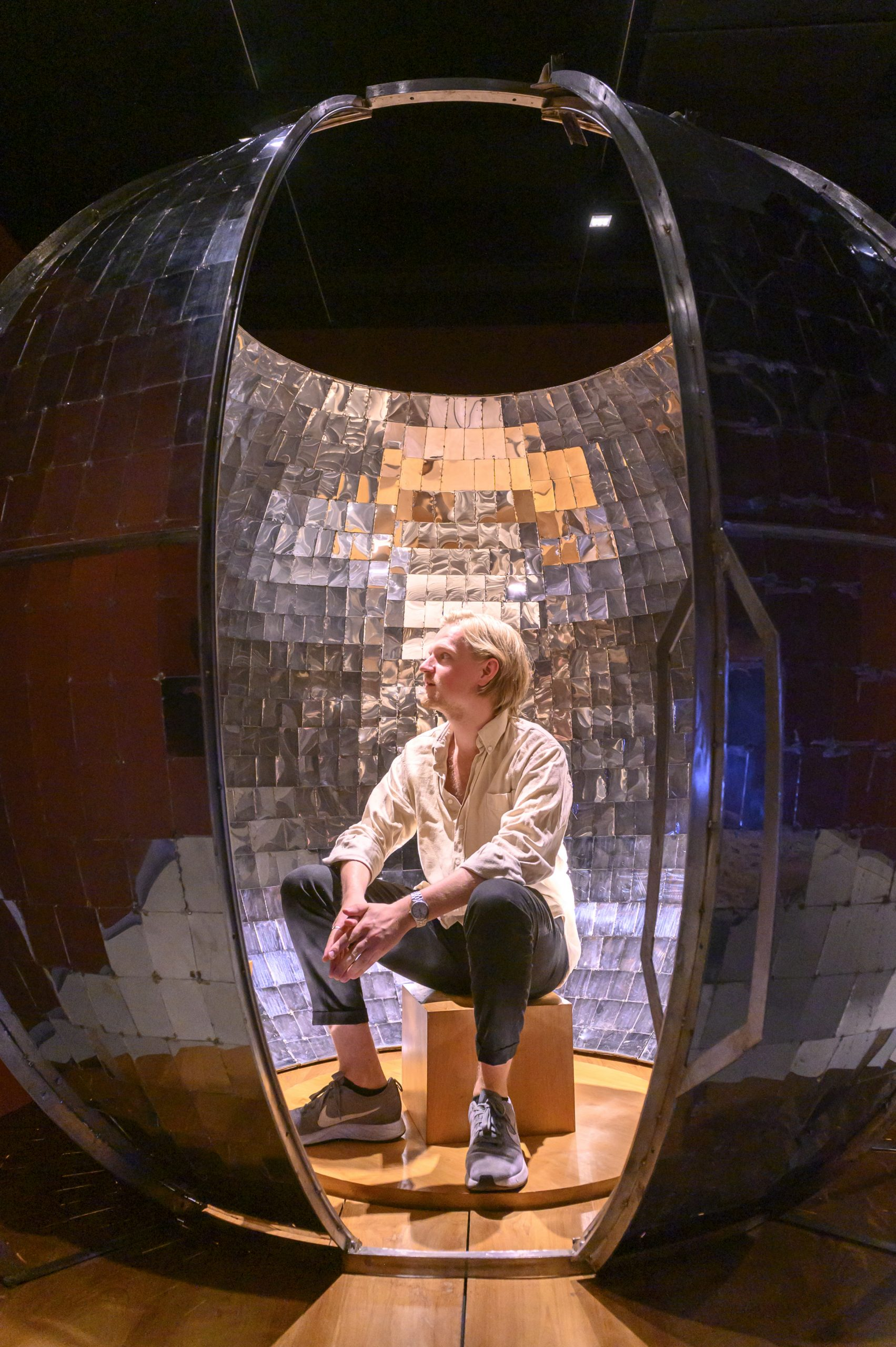 Sara Nuytemans in Design Museum Den Bosch. tentoonstelling BodyDrift.
