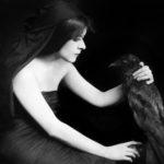 """Onbekende fotograaf, """"Theda Bara, publiciteitsfoto van de film Sin (regie Herbert Brenon)"""", 1915. C/o Granger Historical Picture Archive / Alamy Stock Photo."""
